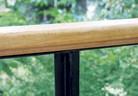 Дървена ръкохватка на парапета