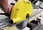 Ръчен циркулярен трион реже панели с дебелина до 120 mm