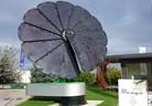 "smartflower POP – ""умната"" слънчева електроцентрала в двора"