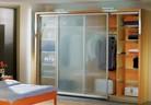 Шкафове с плъзгащи врати